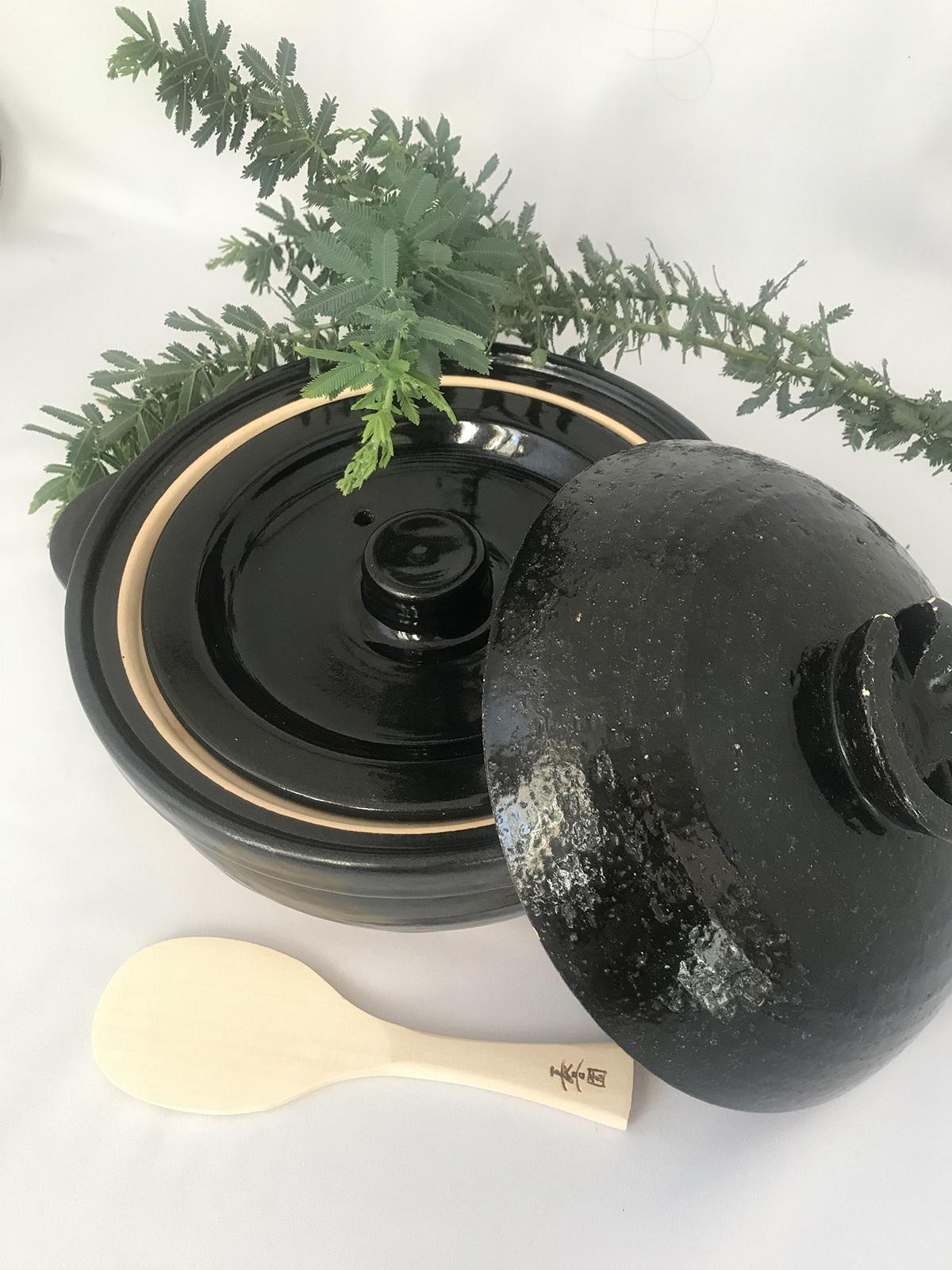 中蓋つきの土鍋。この中蓋で自然な圧力が掛かる。