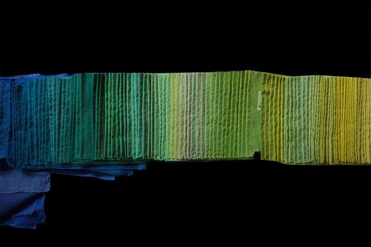 染色した布を用いたインスタレーション