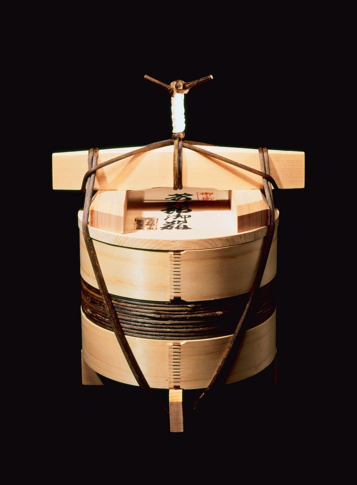 《釣瓶鮓》 奈良県/釣瓶鮓弥助 撮影:酒井道一(岡秀行著『包』毎日新聞社、1972年 所収)